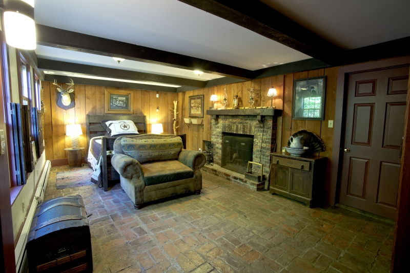 Basement-Lodge-Bedroom-Toward-Bed