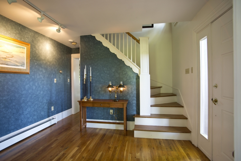 Foyer-Featuring-Steps